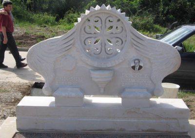 nadgrobni spomenik od kamena