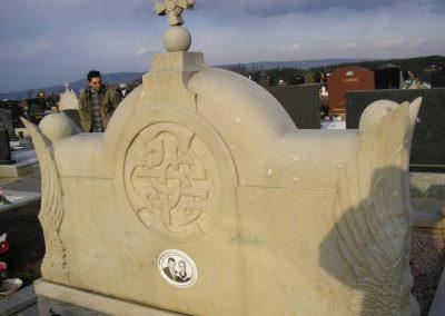 spomenik od prirodnog kamena 2