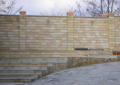 visoka ograda od kamena